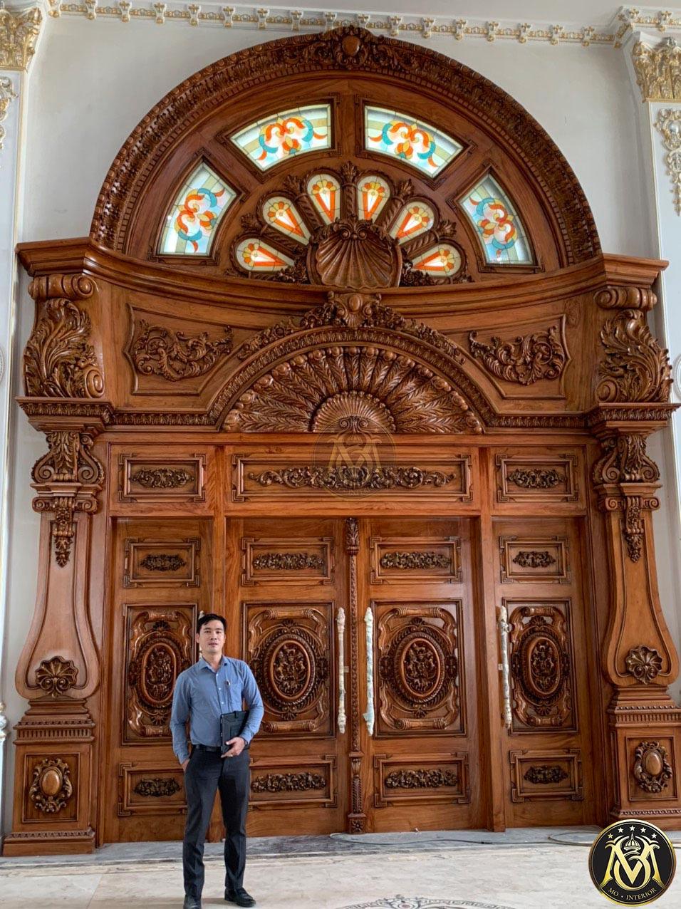 cửa làm bẳng gỗ gõ đỏ